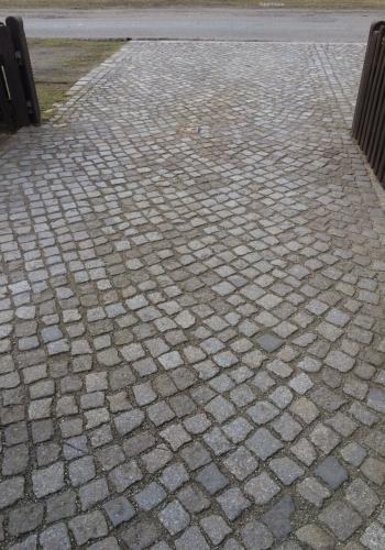 Auffahrt bzw. Zufahrt aus Granitsteinen in Ranzig